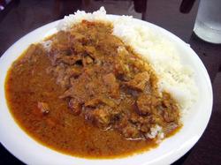 ご飯の量がすごくて驚いた「パヤル」のチキンカレー