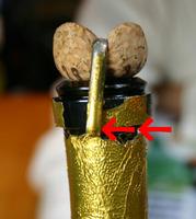 マール・ド・シャンパーニュ モエ・エ・シャンドン(Marc-de-Champagne Moet-Chandon)のフタの開け方